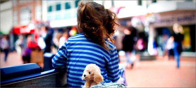 девочка-одна-на-улице