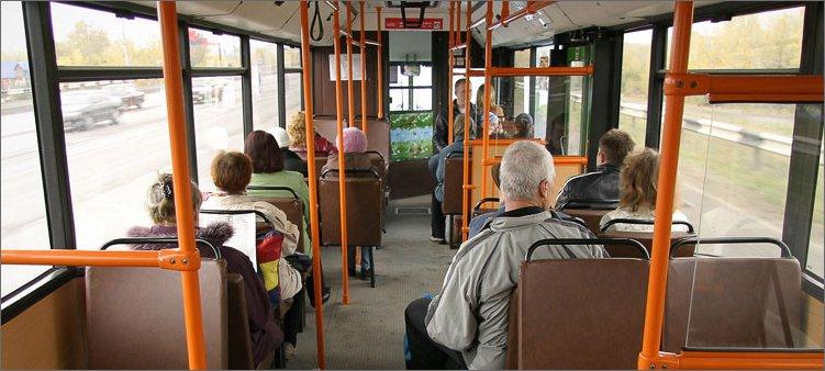 люди-сидят-в-автобусе