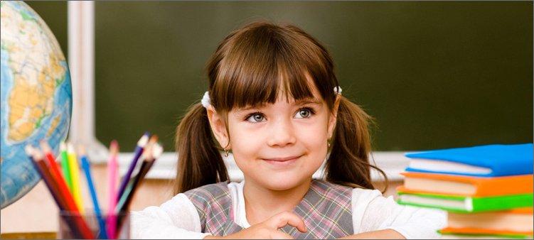 красивая-девочка-в-школе
