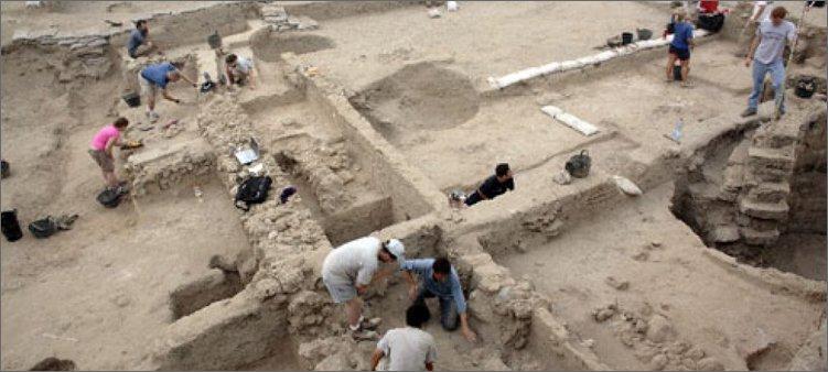 археологи-ведут-раскопки