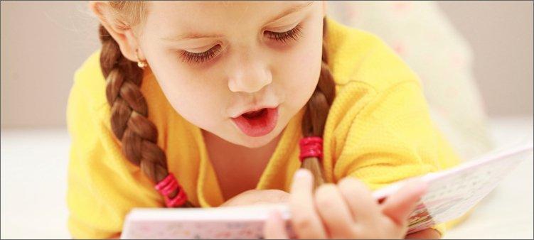 девочка-старательно-читает