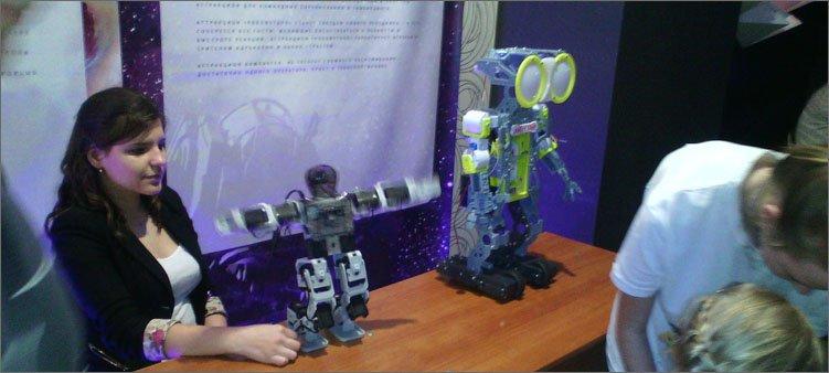 два-необычных-робота