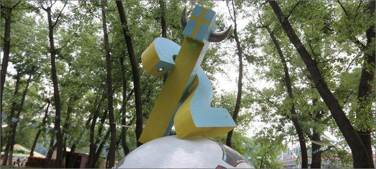 памятник-шведскому-болельщику-в-киеве