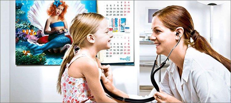доктор-слушает-девочку