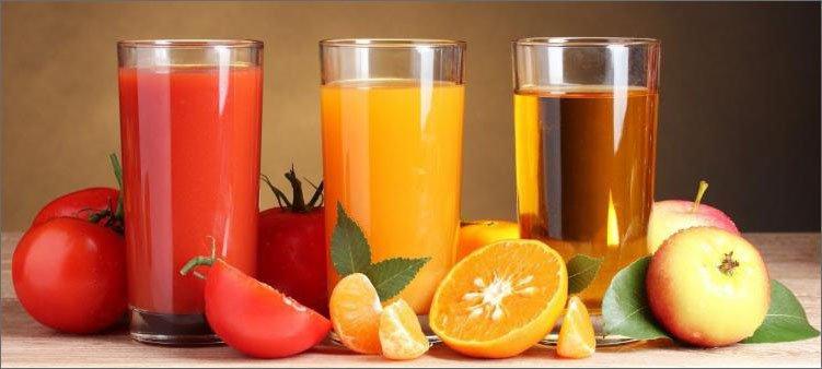 стаканы-с-томатным-апельсиновым-и-яблочным-соками