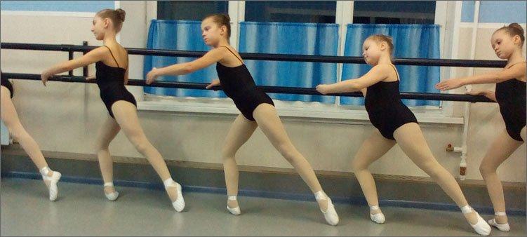 девочки-занимаются-хореографией