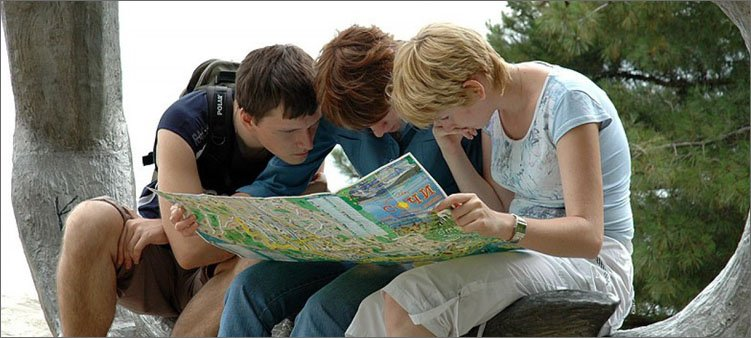 туристы-с-картой