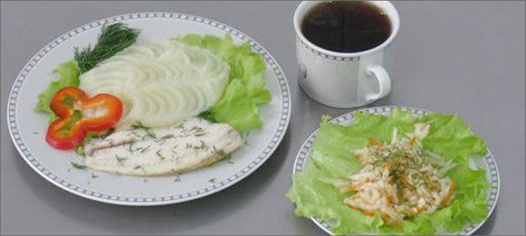рыба-с-пюре-салат-и-чай