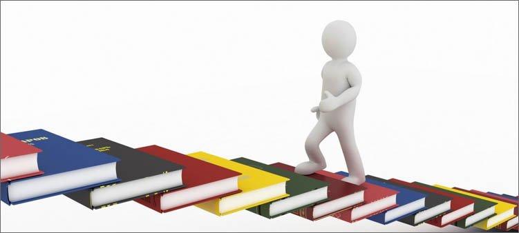 человечек-поднимается-по-лестнице-из-книг