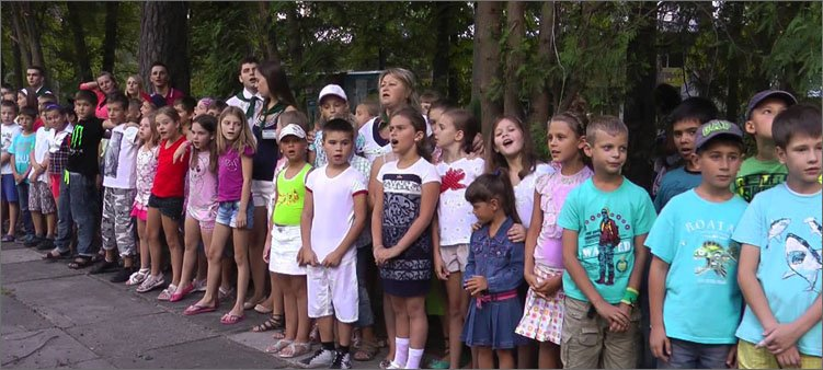 дети-на-линейке-поют-песни
