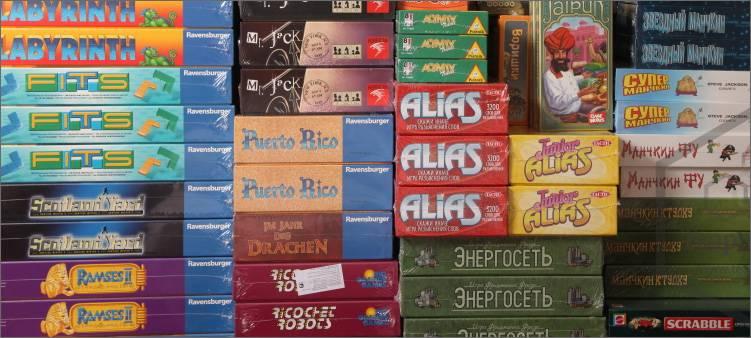 много-коробок-с-настольными-играми