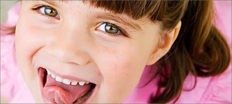 девочка-показывает-язык