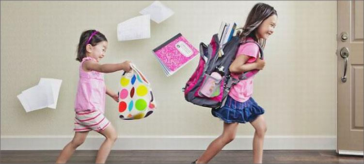 бегут-девочки-по-школьным-коридорам