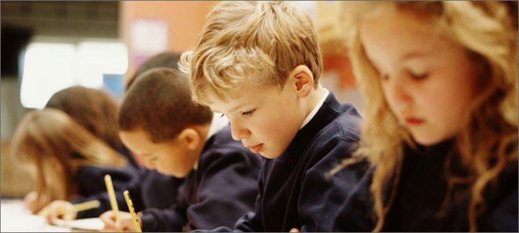 дети-работают-на-уроке-в-школе