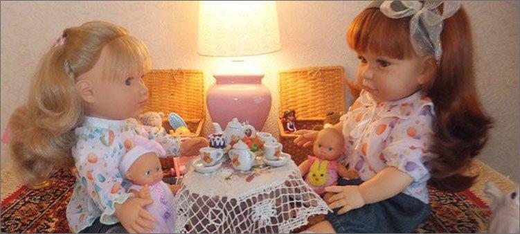 куклы-сидят-за-столом
