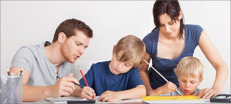 родители-помогают-с-уроками-детям