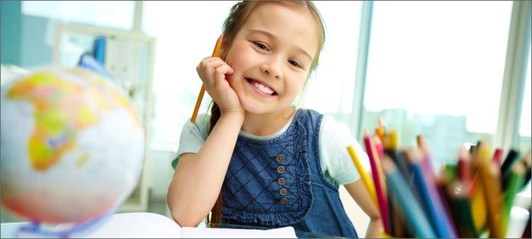 девочка-делает-уроки