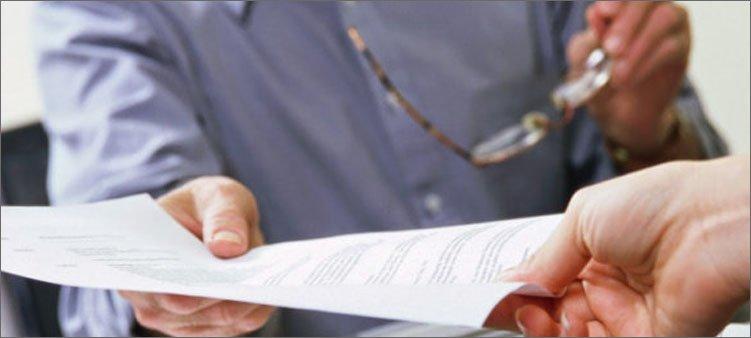 передача-документа-из-рук-в-руки