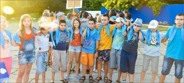 дети-в-лагере-в-галстуках