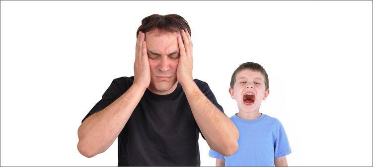 мальчик-кричит-на-папу