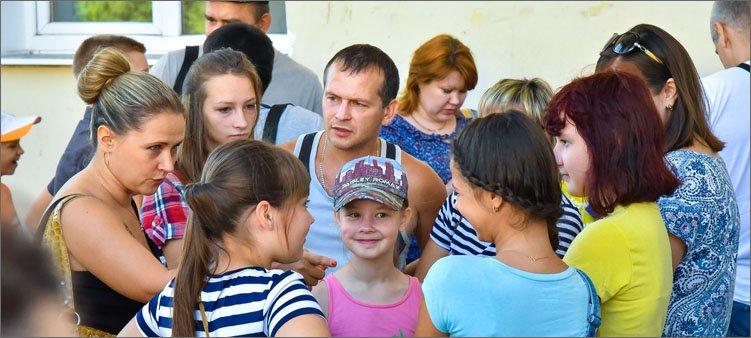 родители-отправляют-детей-в-лагерь
