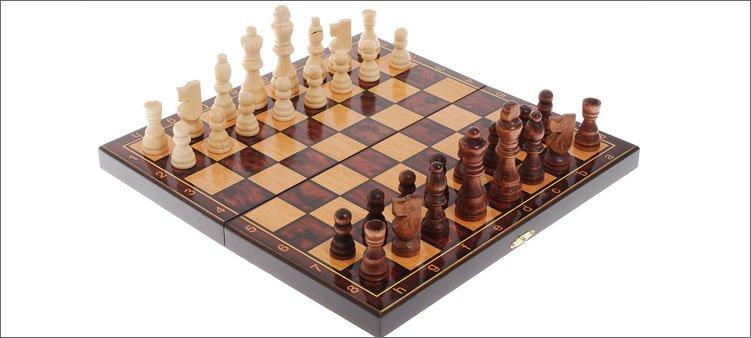 шахматная-доска-с-фигурами