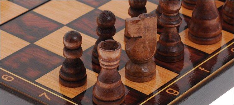 шахматные-фигуры-на-доске