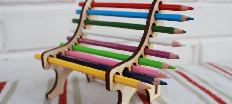 скамеечка-из-цветных-карандашей