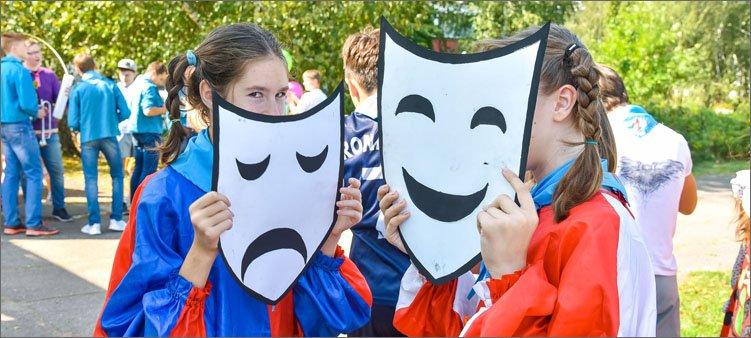 девочки-с-театральными-масками