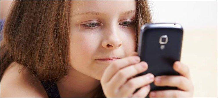 девочка-с-мобильным-телефоном