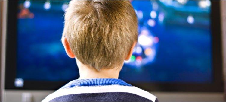 мальчик-перед-телевизором