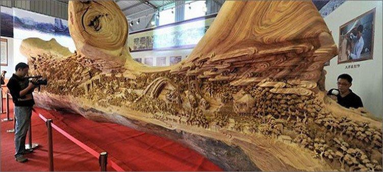 огромная-скульптура-из-дерева