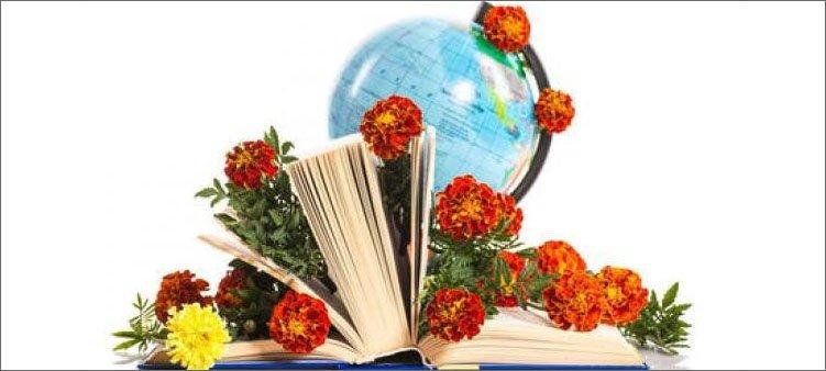 цветы-лежат-в-книге-и-на-глобусе