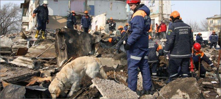 спасатели-работают-на-завалах