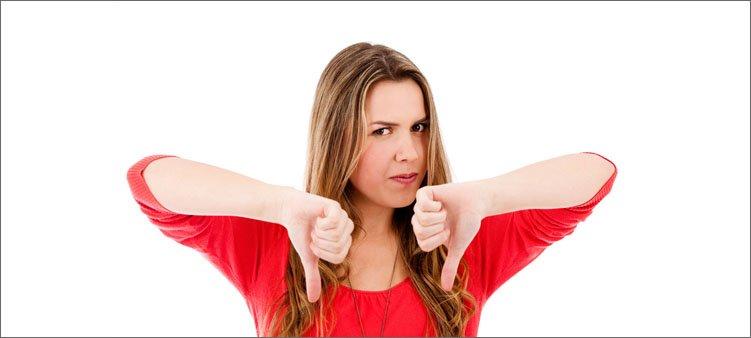 женщина-показывает-жест-против