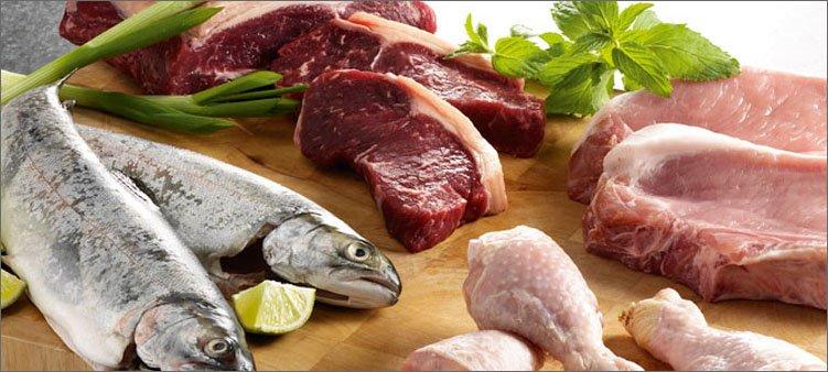 рыба-и-разные-виды-мяса-на-столе