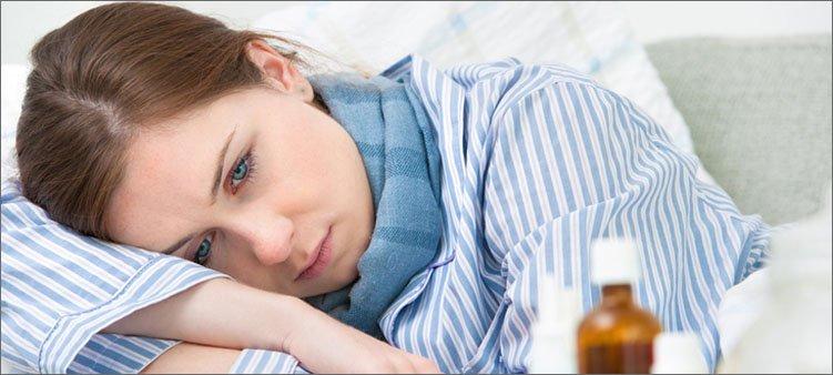 заболевшая-девушка-лежит-в-кровати