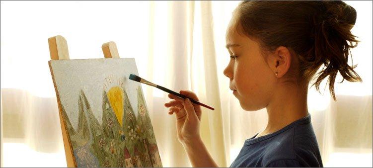 девочка-рисует-картину