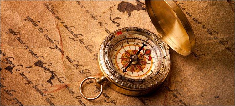 красивый-компас-на-старинной-бумаге
