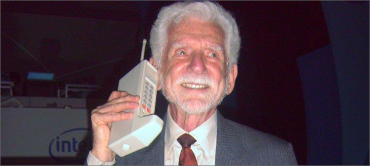 первый-сотовый-телефон-моторолла
