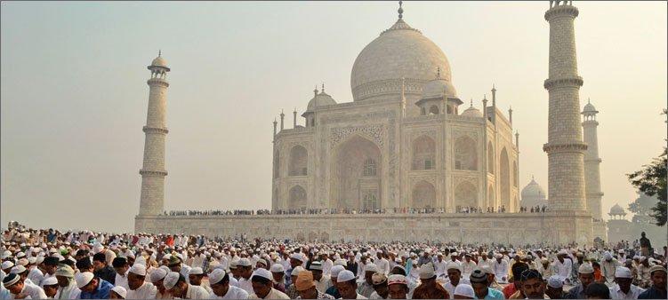 мусульмане-на-фоне-мечети