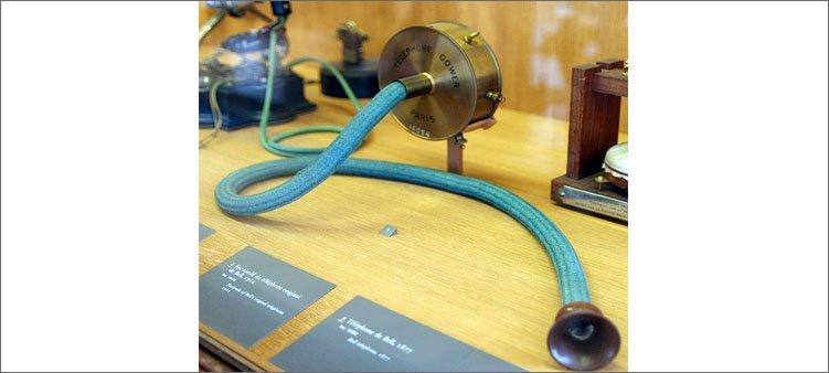 первый-телефонный-аппарат-белла