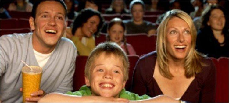семья-в-кинотеатре
