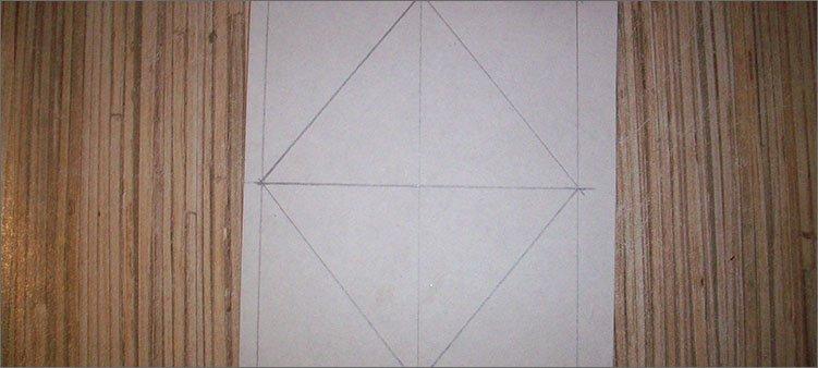 ромб-нарисованный-на-белом-картоне