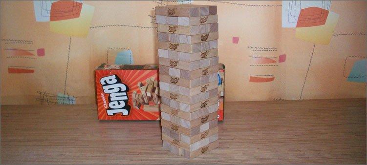 дженга-бруски-сложены-в-башню