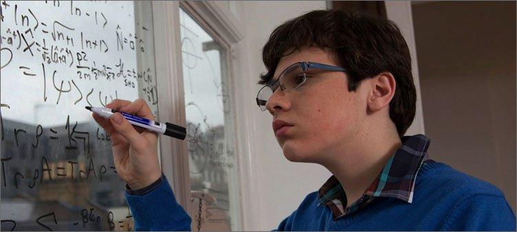джейкоб-барнетт-пишет-на-стекле