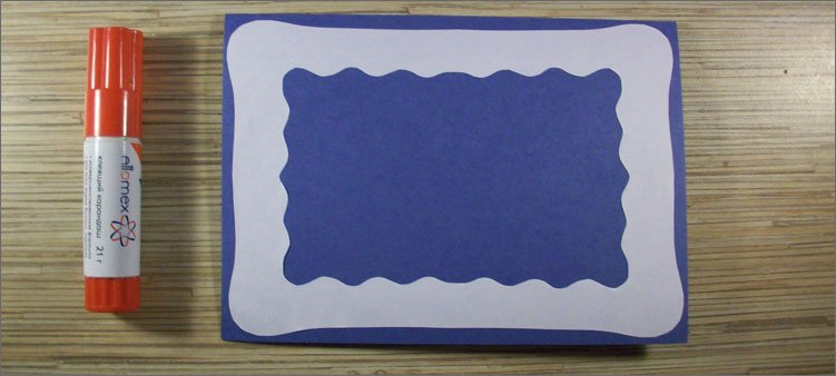 белая-рамка-на-синем-картоне