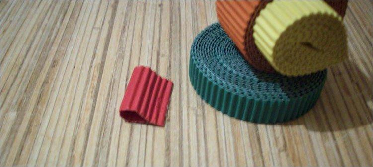 красный-прямоугольник-склеен-в-виде-капельки