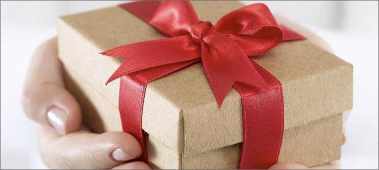 подарок-в-руках