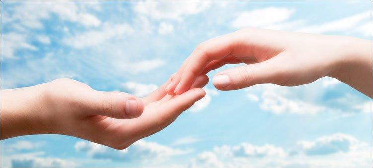 руки-тянутся-друг-к-другу